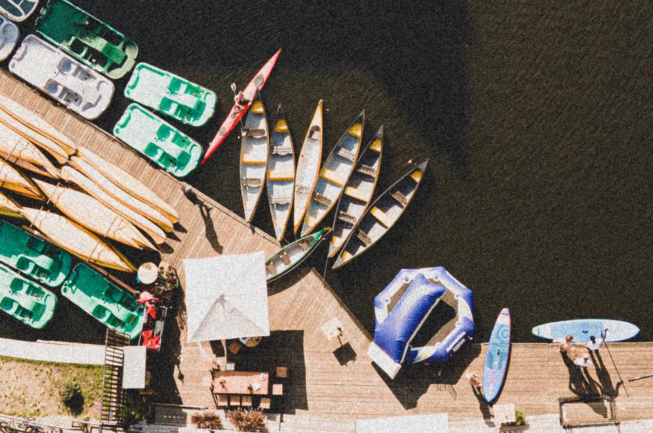 Kanus und Tretboote am Isebekkanal im Supper Club